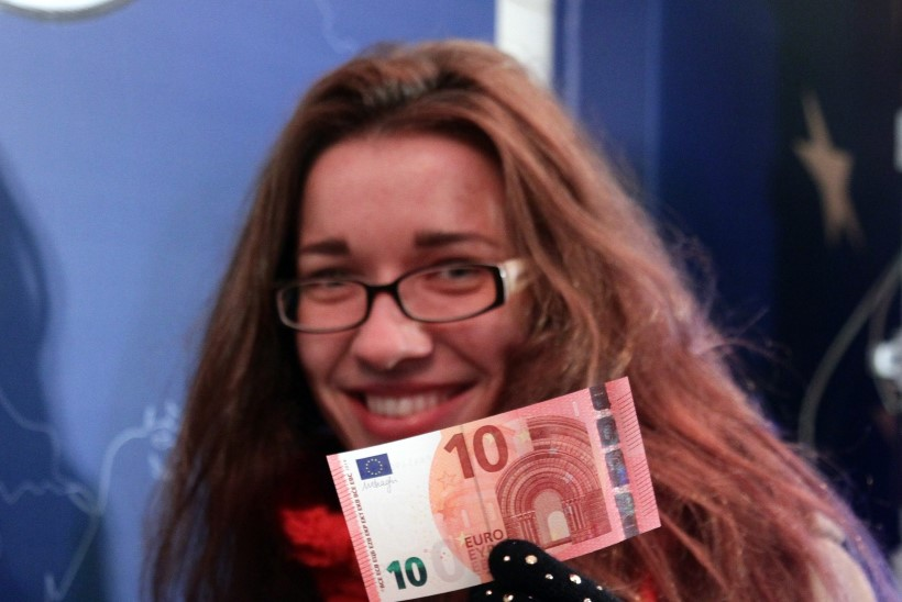 Euroopa Liidu ühisraha euro odavneb USA dollari suhtes kiiresti