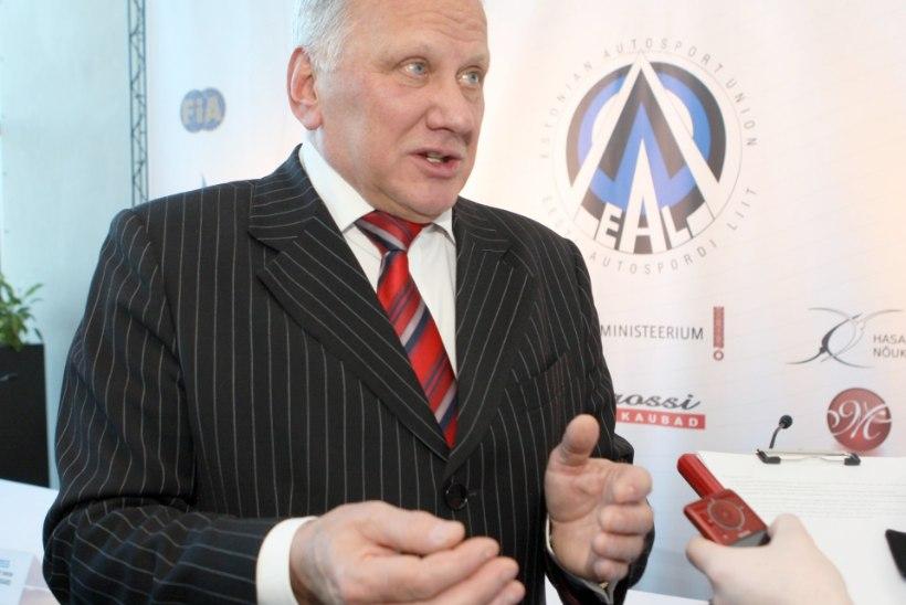 MIS JÄRGMISEKS?!  Ida-Virumaal riigikokku kandideeriv Toivo Asmer tahab venelastele pakkuda 50 kilomeetrit viisavaba Eestit
