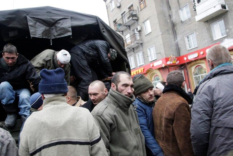 FOTOD JA VIDEO: venemeelsed separatistid alandasid julmalt vangistatud Ukraina sõjaväelasi