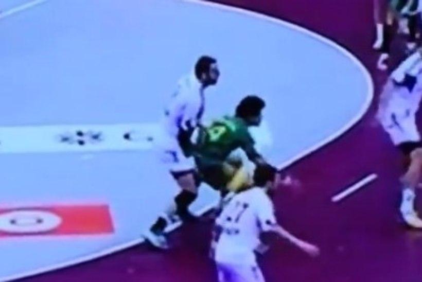 VIDEO: romantiline käsipall! Horvaatia staarmängija kontrollis otse väljakul, kas vastase suguorganid on ikka alles