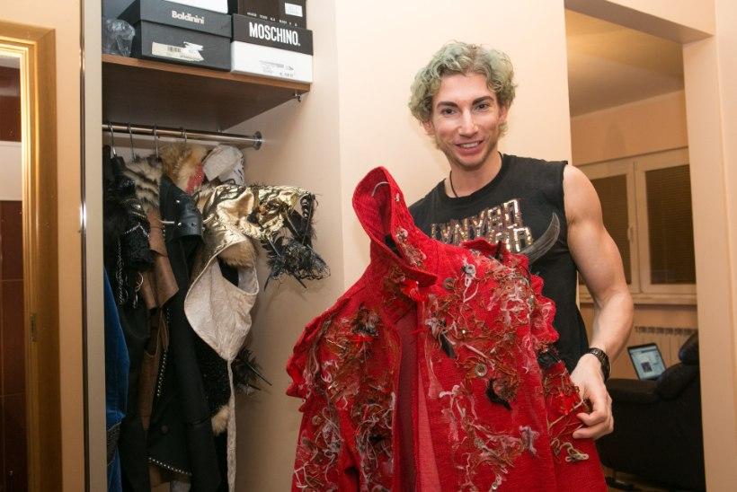 Strippar Marco Tasane: kodus olen enamjaolt alasti – riided ahistavad