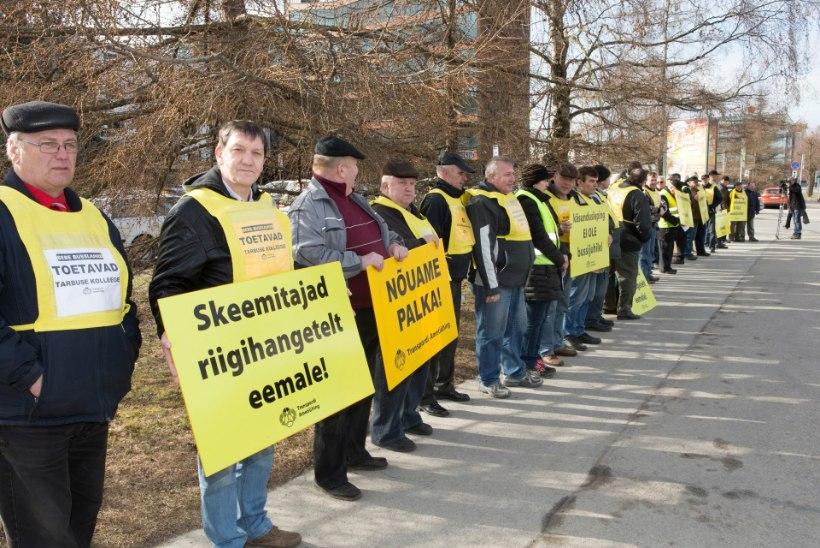 Tartumaa bussijuhid nõuavad uuelt vedajalt 930eurost palka