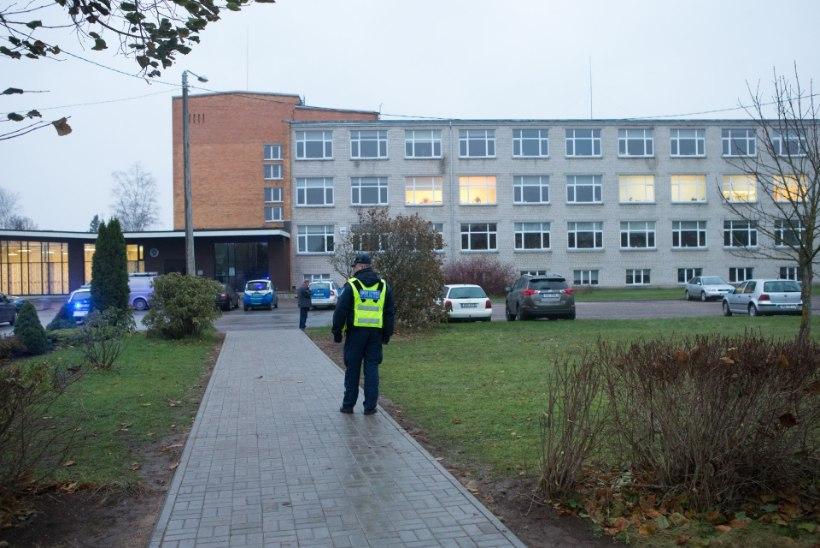 Koolitunnis õpetaja maha lasknud poiss on vahistatud, kuna on oht, et vabaduses olles võib ta toime panna uusi kuritegusid