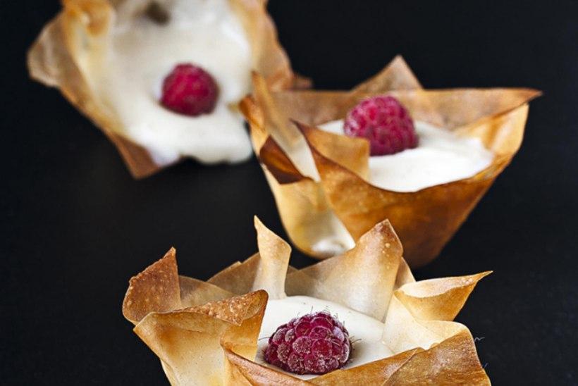Marjakorvikesed vanillikreemiga