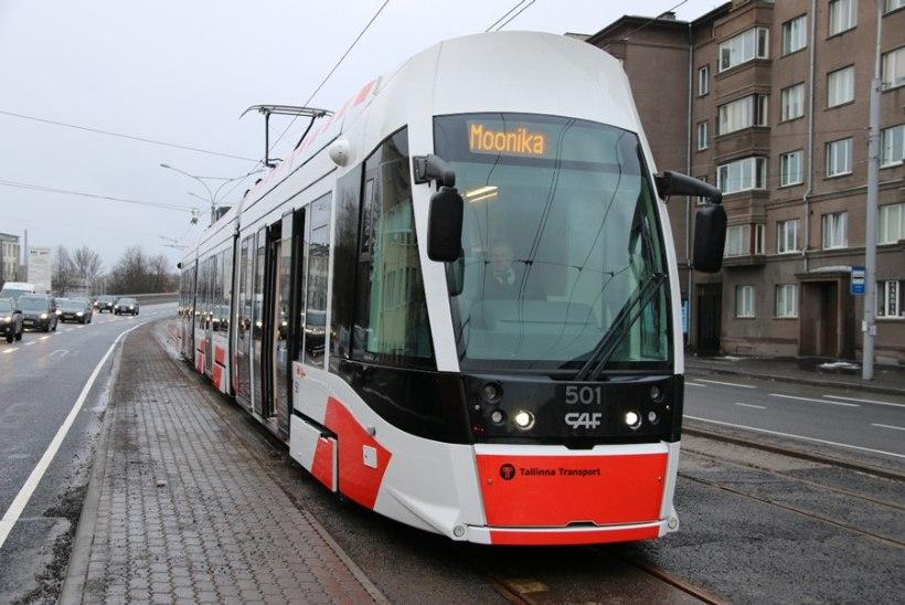 PILTUUDIS: linnapea tegi tramm Moonikaga proovisõidu - depoost Tondile ja tagasi