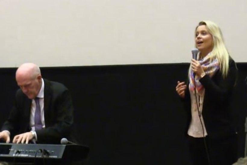 ÕHTULEHE VIDEO   Muusikapäeva puhul astusid koos üles Olav Ehala ja Nele-Liis Vaiksoo