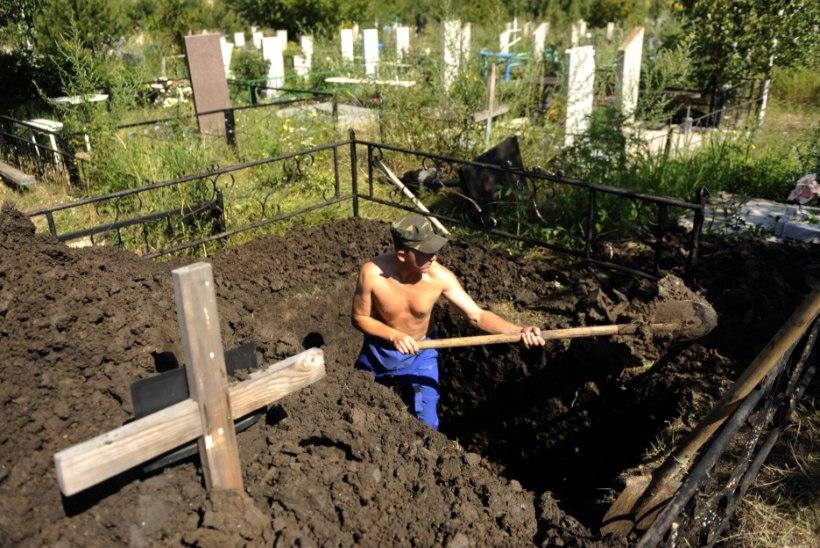 ABSURD: Venemaal kaevati hauad veel elusolevatele sõjaveteranidele