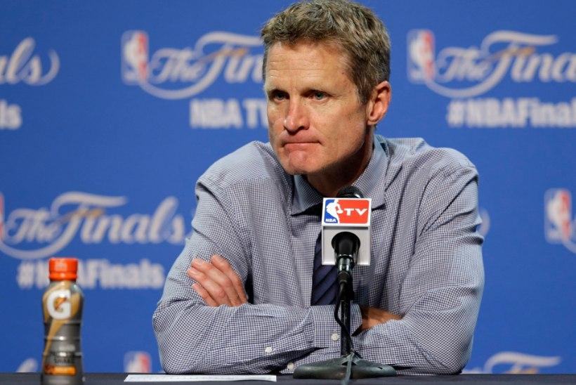 NBA meistri treener Steve Kerr ei tea, millal saab tööpostile naasta - seljalõikus tõi kaasa uue häda