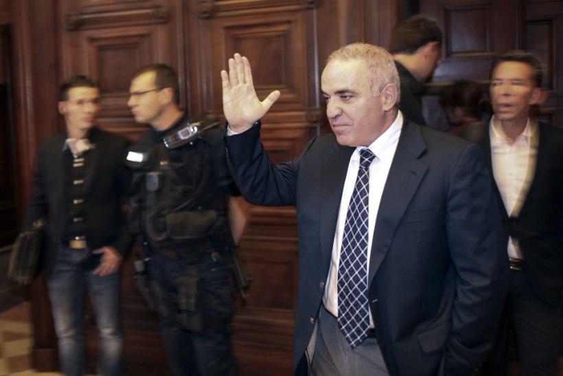 Kasparov hoiatas Balti riike Putini eest