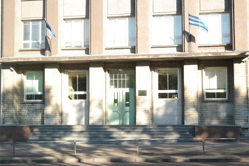 Tallinna Tõnismäe Reaalkoolis tuli tüdrukute riietusruumist suitsulõhna