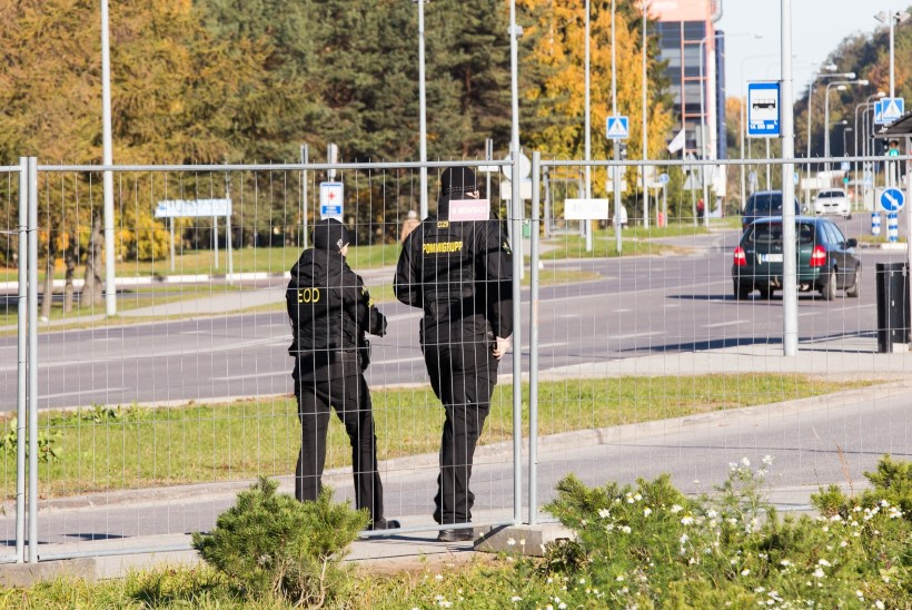 FOTOD | Viimsi kool on ümbritsetud politseimasinatest! Õnneks on tegemist õppusega