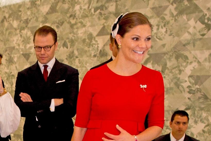 FOTOD | Kroonprintsess Victoria näitas beebikõhukest