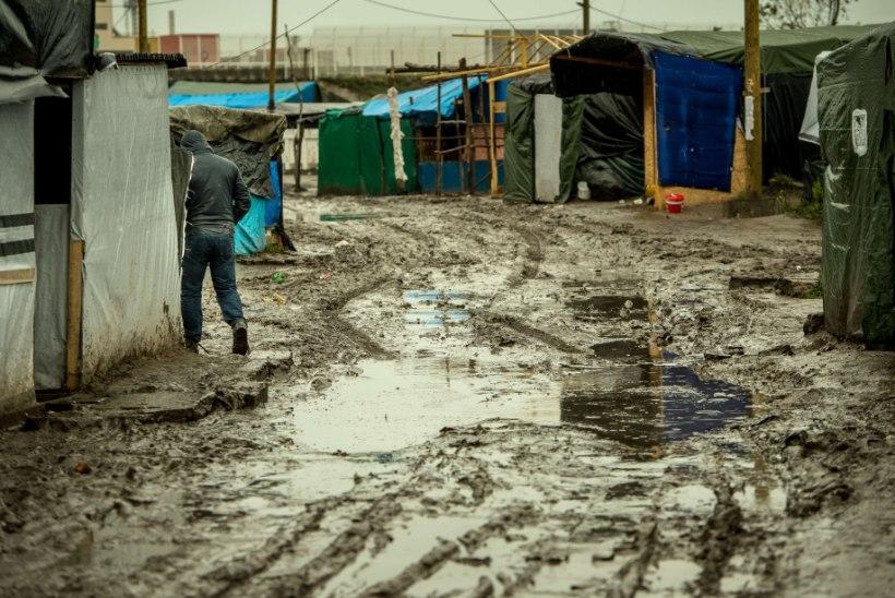 GALERII | Calais's saavad migrandid varsti soojad telgid