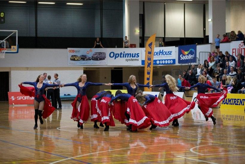 GALERII   Seksikad tantsutüdrukud ei jätnud TTÜ ja Kalev/Cramo mängul kedagi külmaks