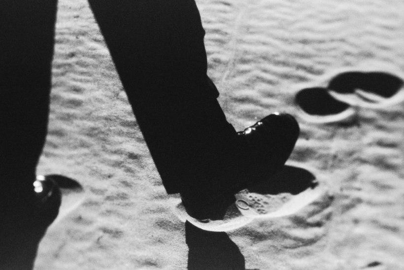 Surnud kirjanike ette käidud rajal tallamine – üllas üritus või pühaduseteotus?