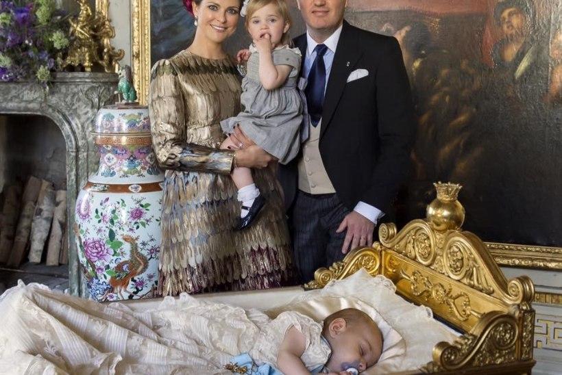FOTOUUDIS | Pisiprints Nicolas magab kuninglikus voodis õndsat und