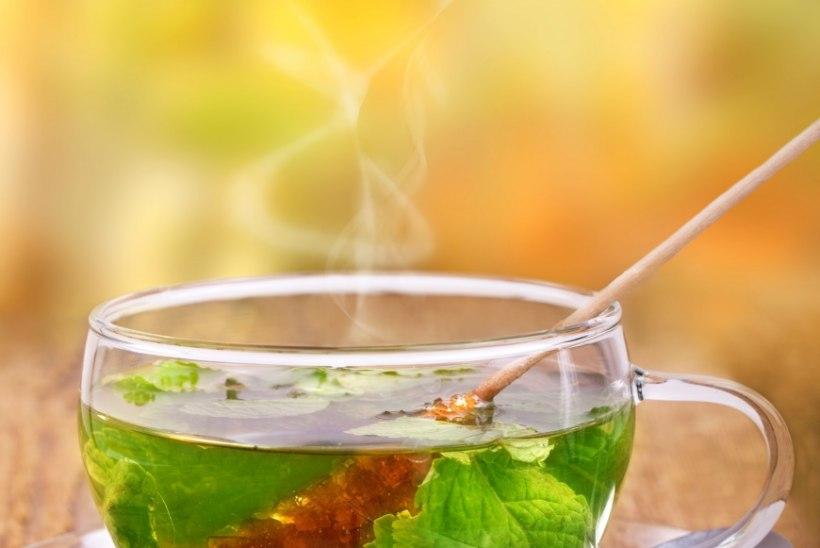 Tööstress kimbutab? Joo tegemiste kõrvale suhkruga teed või kohvi