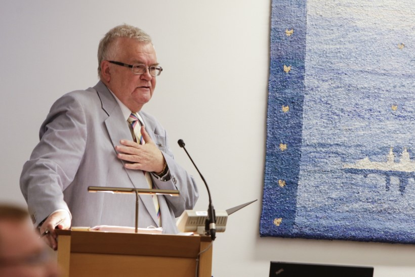 Linnavolikogu nõuab: meie otsustame, kas Savisaar on linnapea või mitte
