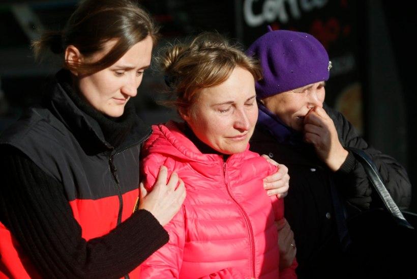 LEIN, MIDA EI SAA SÕNADESSE PANNA | Peterburi Pulkovo lennujaama kogunesid hukkunud reisijate lähedased