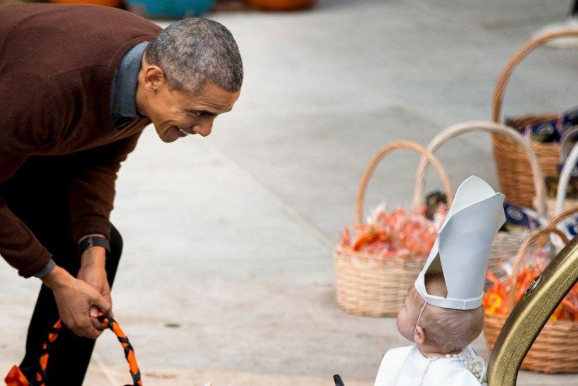 FOTOUUDIS | Tibatilluke paavst tõi president Obama näole suure naeratuse