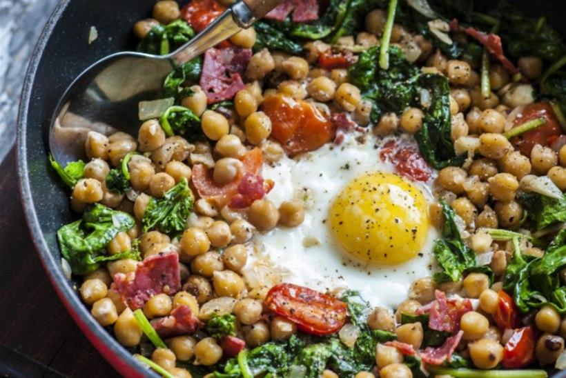 Kikerherne ja chorizo panniroog munadega