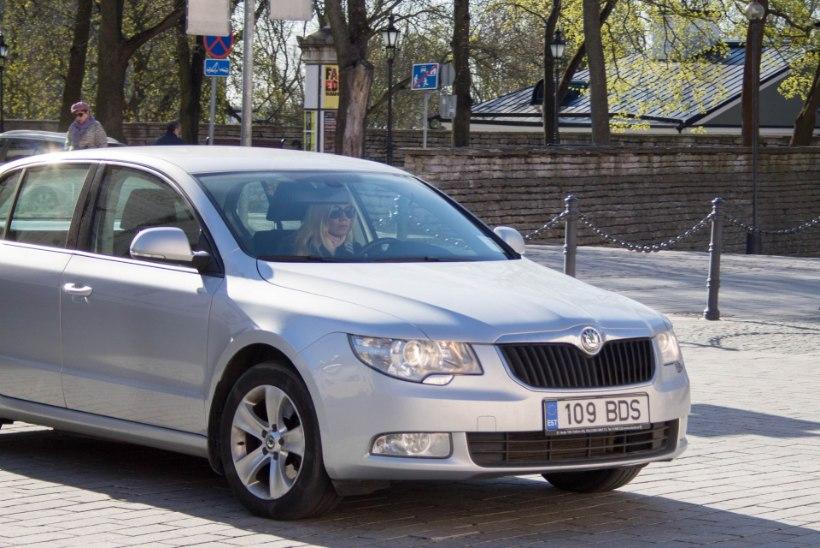 DIIL: valija tasub liisingu, riigikogulane ostab auto pisku eest välja