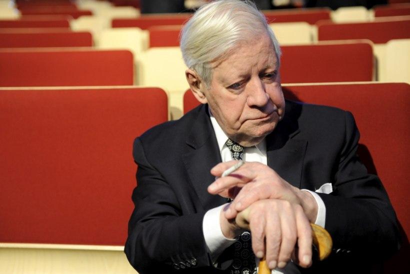 Suri Saksamaa endine liidukantsler Helmut Schmidt