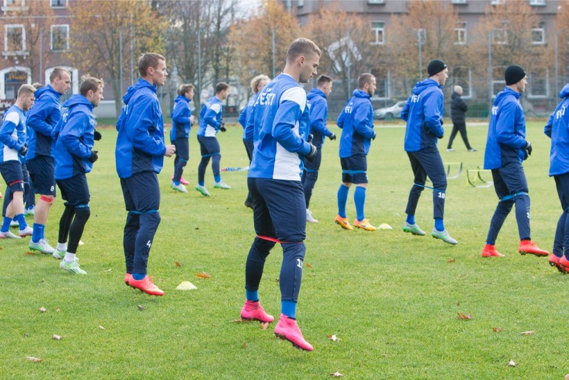 Eesti jalgpallikoondise keskkaitses alustab debütant!