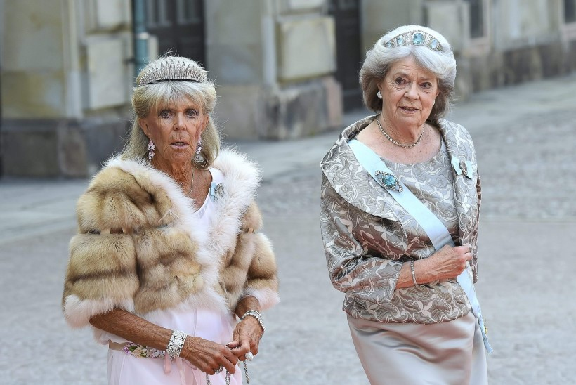 Rootsi kuningas on õdedega raksus