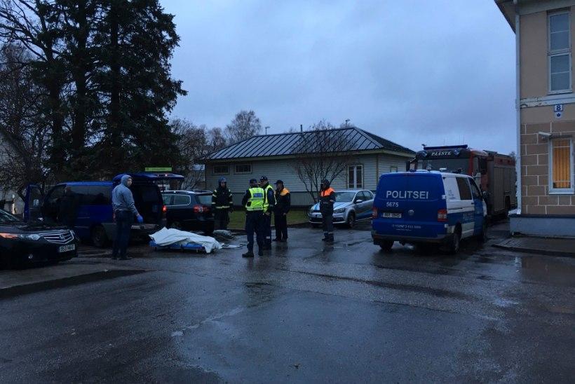 Rongile kiirustaja sai löögi ja hukkus