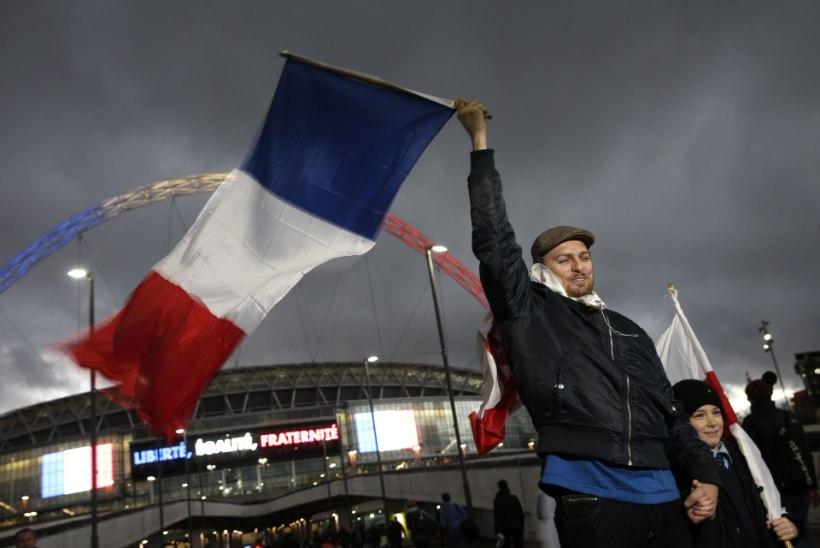 VIDEO | Leinast murtud Prantsusmaa jalgpallikoondis reisis Inglismaale tänasele sõpruskohtumisele