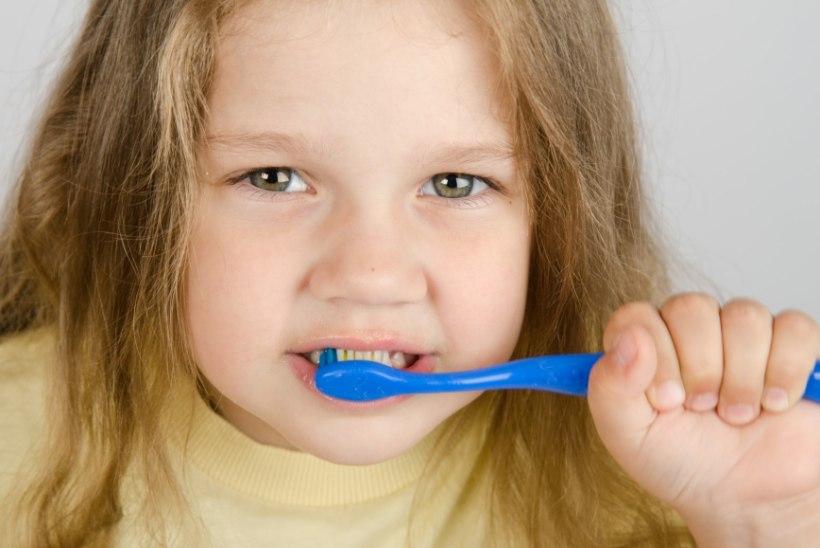 Unetus piinab? Pese hambaid pimedas!