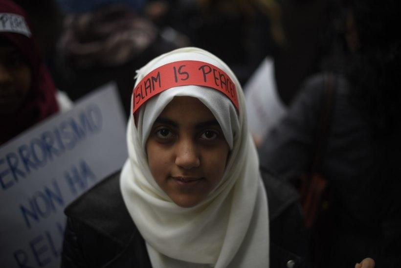 GALERII   Itaalias protestisid moslemid Pariisi terrorirünnakute vastu