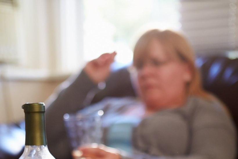 ALKOHOOLIKU LÄHEDASED: millal ta ometi ära sureb? Saaks vaevast lahti!