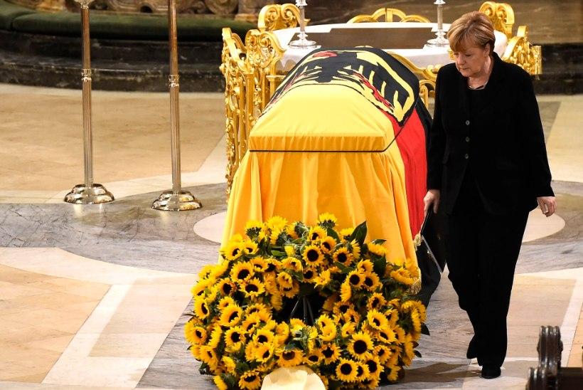 Helmut Schmidt saadeti viimsele teekonnale