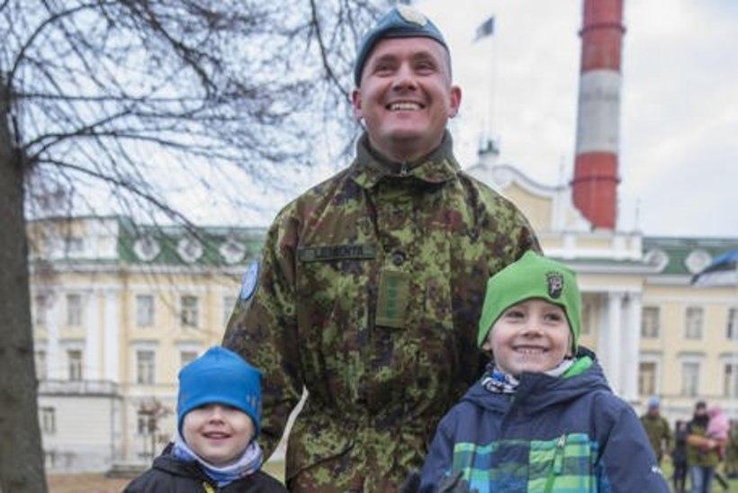 SÜDAMLIK GALERII | Eesti üksus jõudis Liibanonist koju, kohtudes viimaks lähedastega