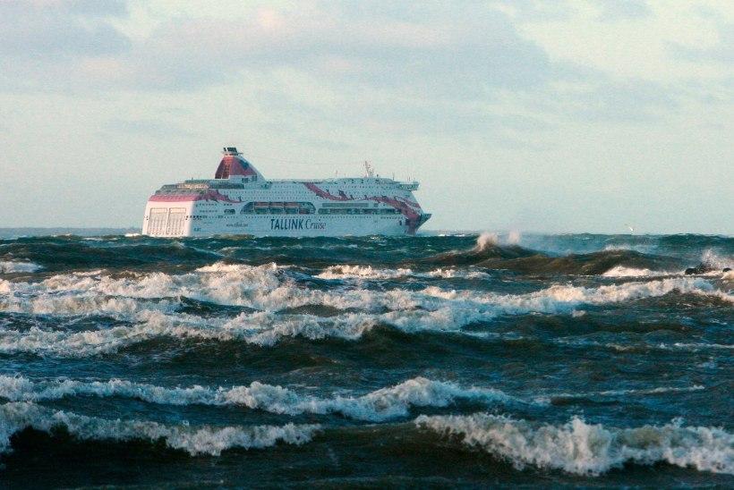 LINK VIDEOLE: vaata, kuidas torm täna hommikul Soome lahel laeva kõigutas