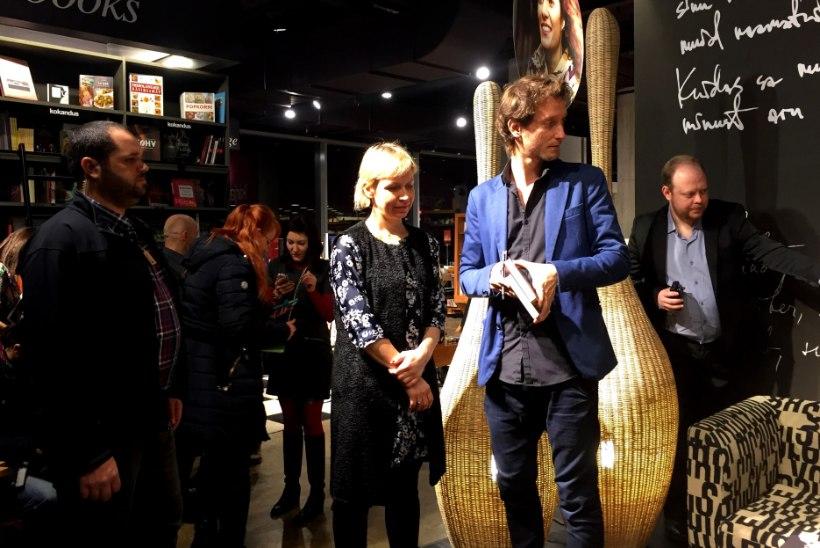 ÕHTULEHE VIDEO JA GALERII | Maailmakuulus meister-mentalist jagas Tallinnas fännidele autogramme ja tegi ahhetama paneva triki!