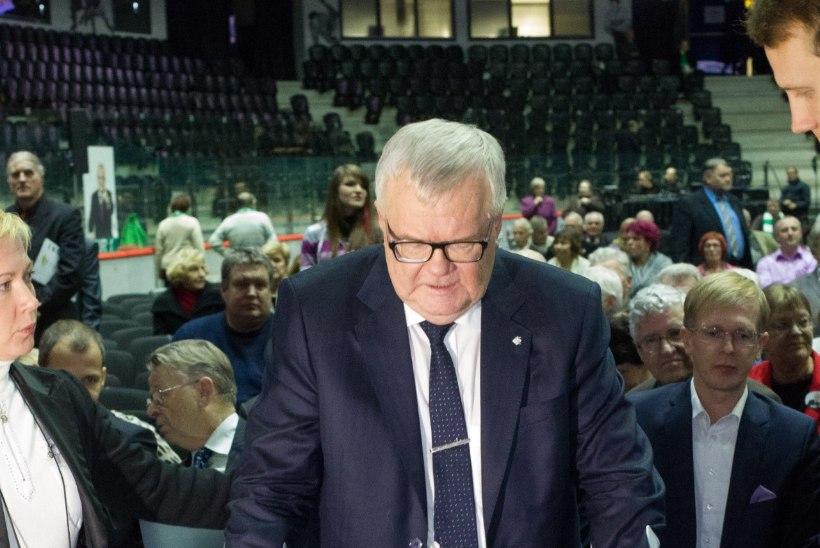 Edgar Savisaar valiti napilt esimeheks tagasi
