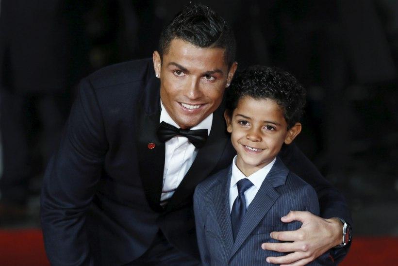 ARMAS VIDEO   Cristiano Ronaldo poeg võttis terroriohvrite mälestuseks sõna