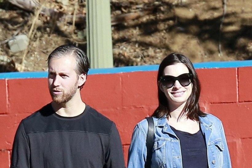 Anne Hathaway saab emaks