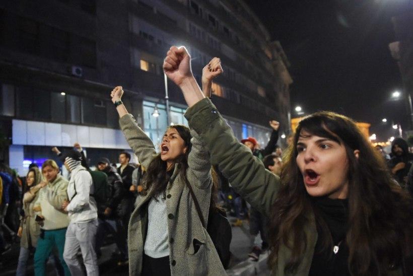Rumeenia peaminister astus rahva survel ööklubi põlengu pärast tagasi