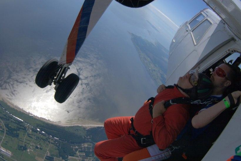 Bondi lennukist välja hüpanud Urmas Paet: lähen filmi vaatama uue teadmisega
