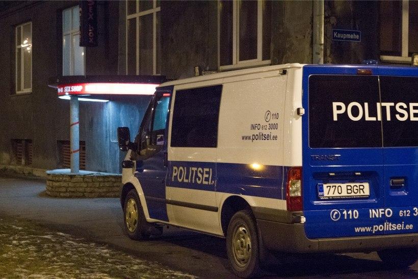 Politsei käis inimeste autodesse piilumas