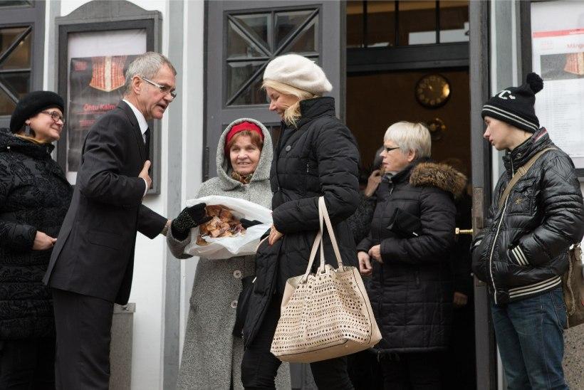 FOTOD | Eesti teatri vanaema Herta Elviste saadeti viimsele teele