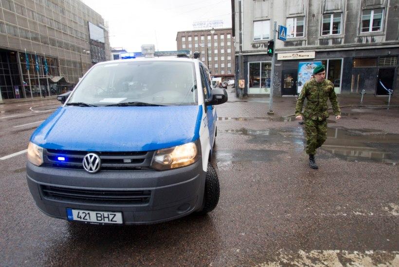 FOTOD | Kahtlane spordikott tekitas Tallinna kesklinnas pommipaanika