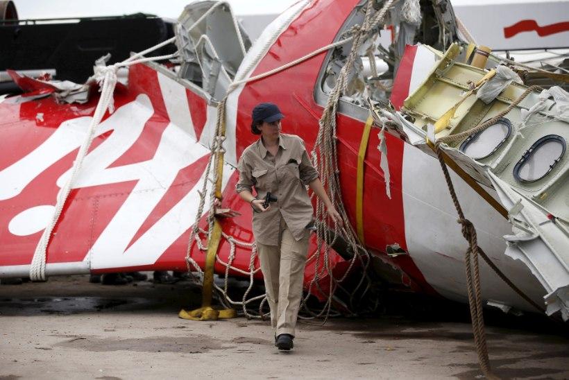 UURIMISRAPORT: AirAsia lennuõnnetuse põhjustas vigane detail