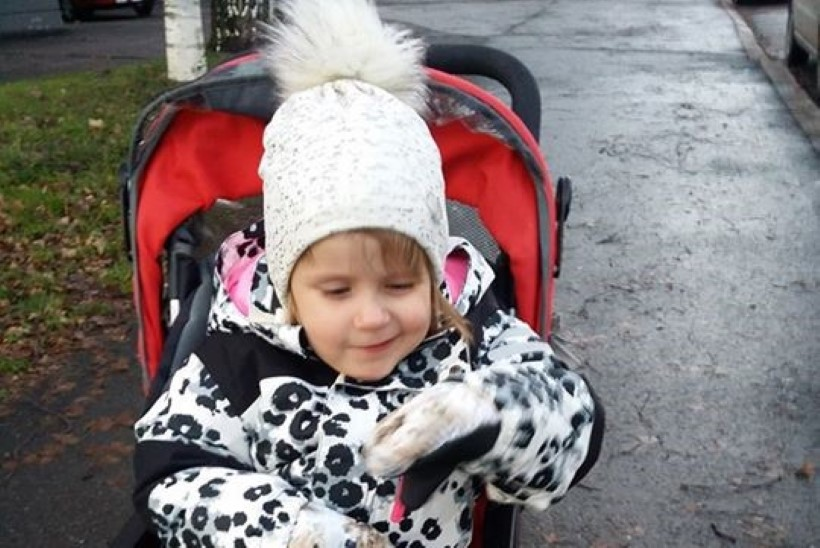 RÕÕMUSÕNUM: paljude eestlaste südamed võitnud pisike Emily käis täna esimest korda lasteaias