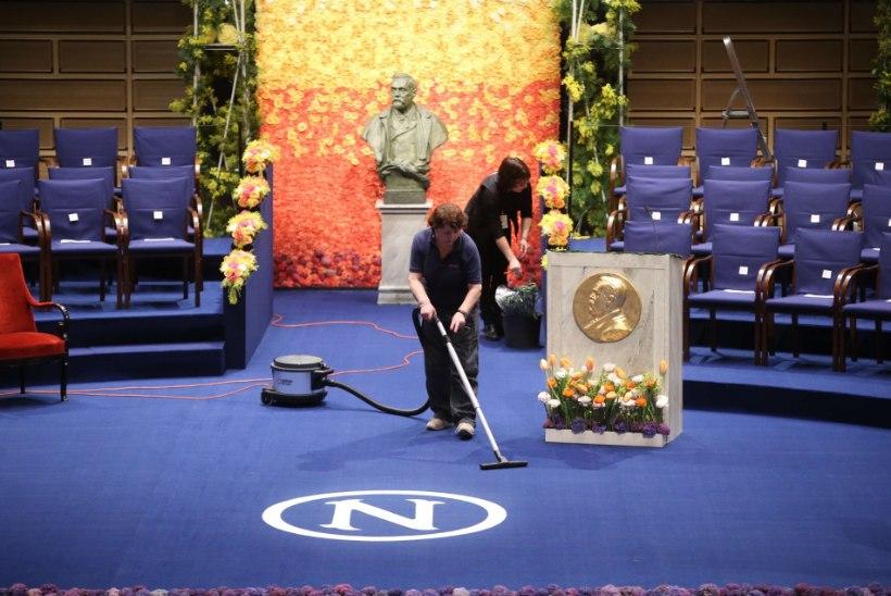 SUUR GALERII | Nobeli-auhindade jagamisel kõik kuningapere liikmed lavale ei mahtunudki