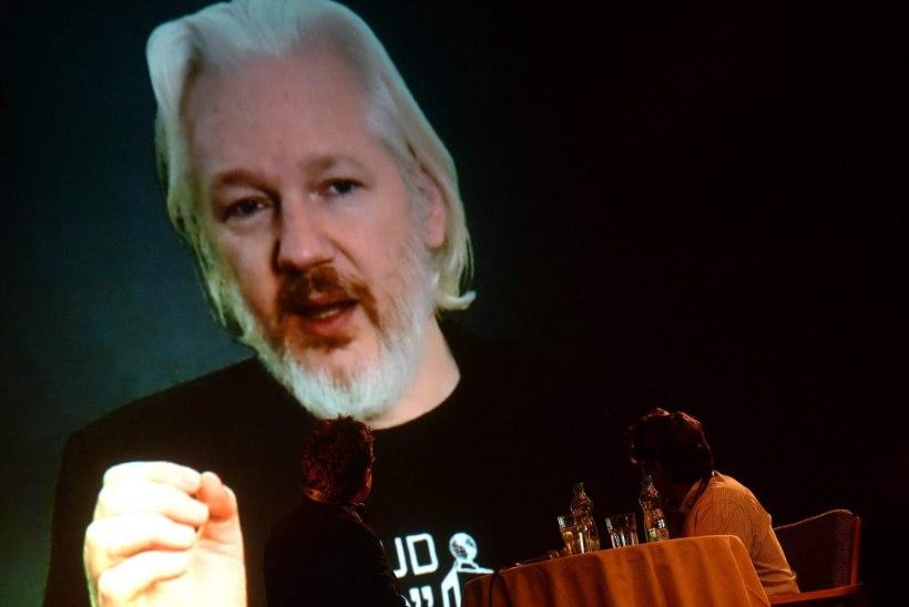 Uurijad pääsevad Assange'i juurde